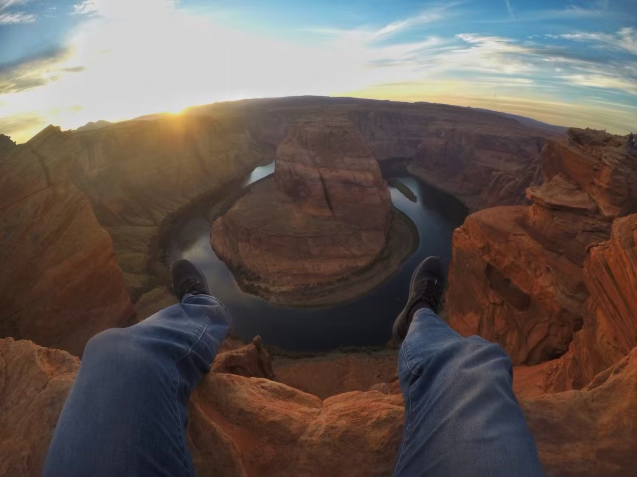 horseshoe bend close to the edge