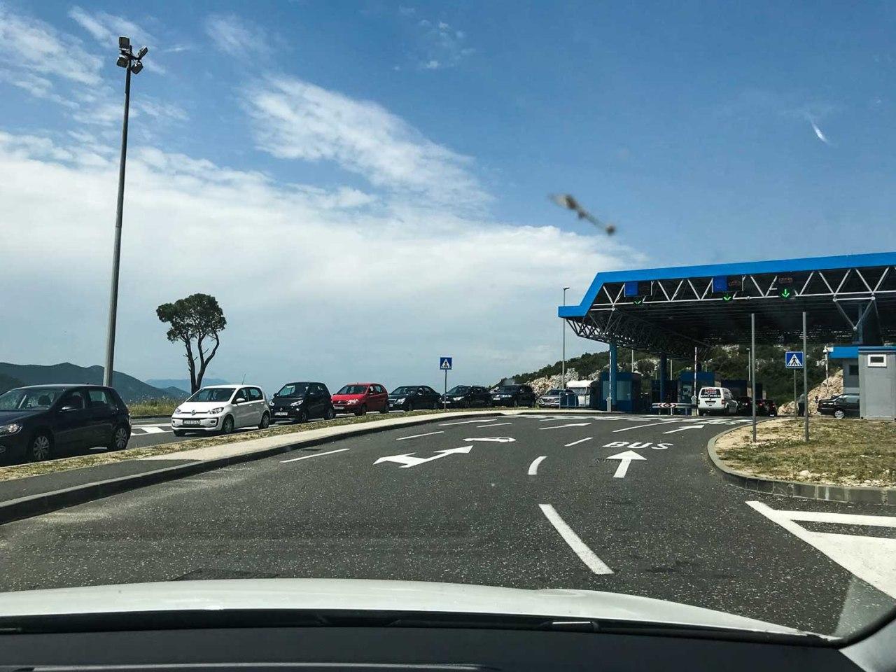 border crossing neum